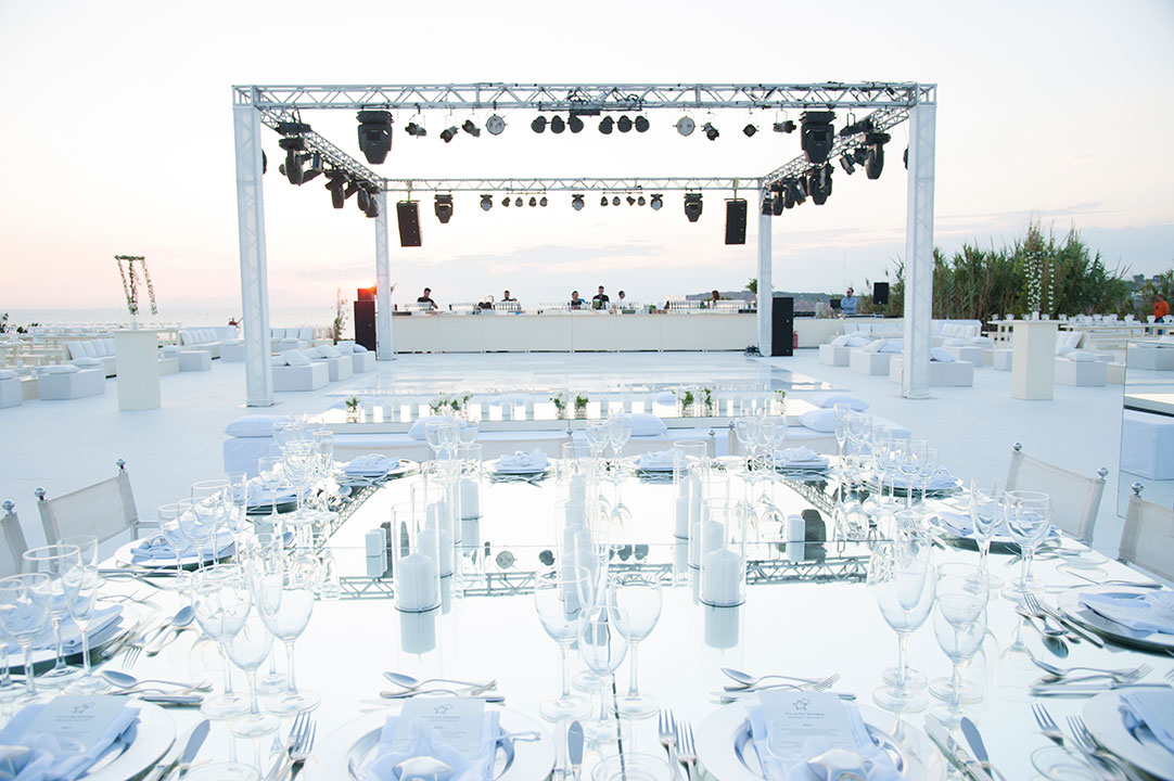 white dance floor truss & moving head