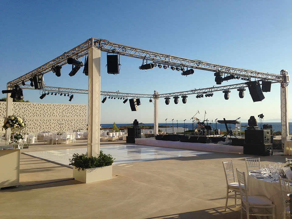 white dance floor - truss & moving head